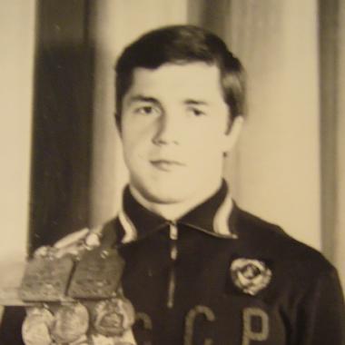 Евгений Андронов—  заслуженный мастер спорта, изобретатель гиперласта для подводного плавания