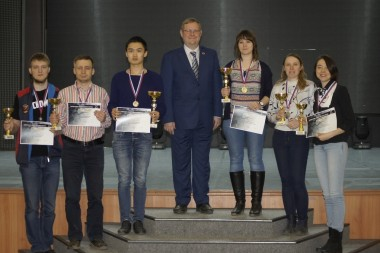 Дмитрий Хегай третий слева