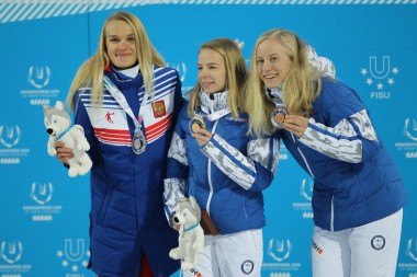 Марина Вяткина слева