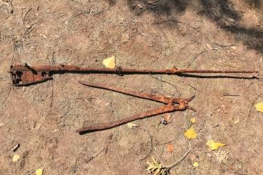 Винтовка Мосина и ножницы для срезания колючей проволоки