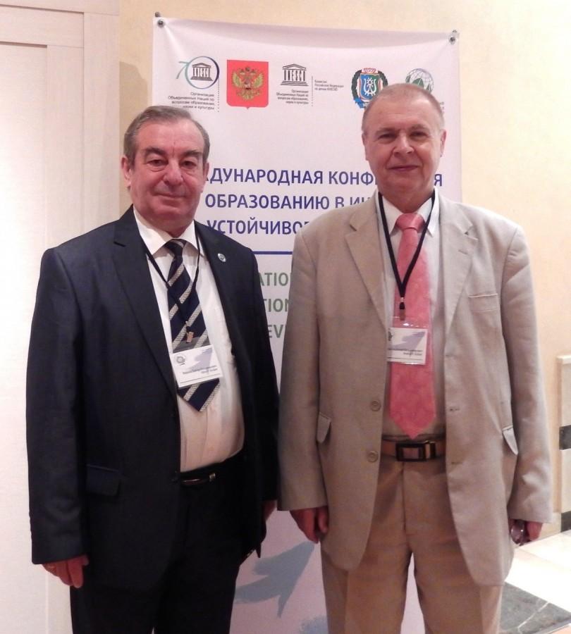 А. В. Козлов (справа)