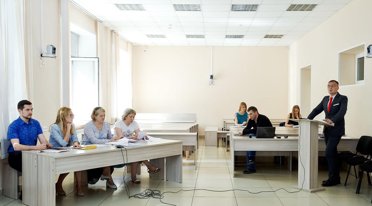 В ЮИ СФУ состоялась защита по программе двойного диплома Новости СФУ 24 июня 2016 года в Юридическом институте Сибирского федерального университета прошла защита магистерских диссертаций по программе двойного диплома