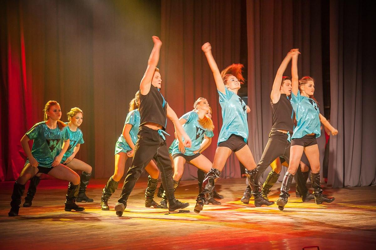 Массовые танцы на конкурс
