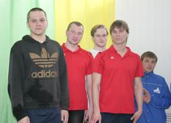 Фёдоров Дмитрий (в центре)